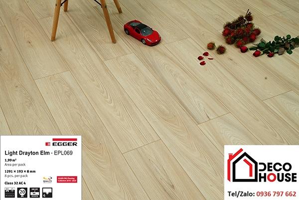 Sàn gỗ Egger mã 069 có màu sắc nhẹ nhàng, dễ kết hợp nội thất giúp không gian sáng hơn
