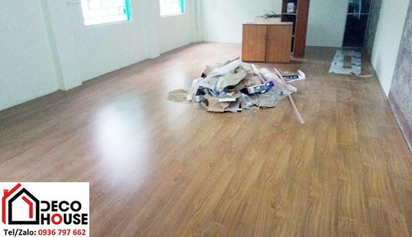 Lát sàn gỗ Janmi 12mm T12 trường mầm non