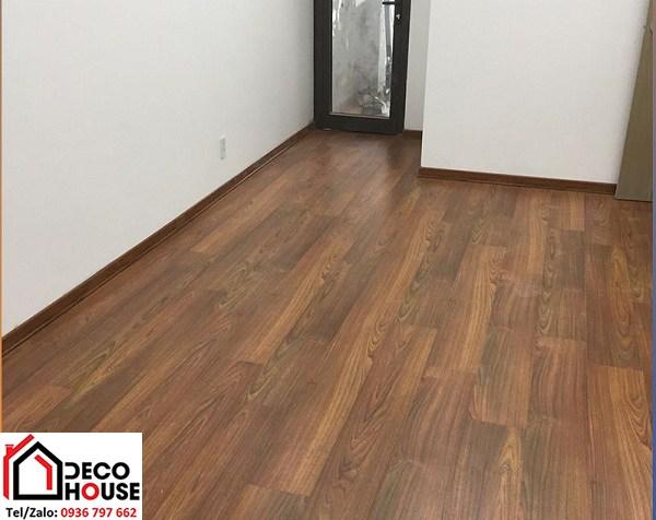 Sàn gỗ Janmi T12 lát chung cư