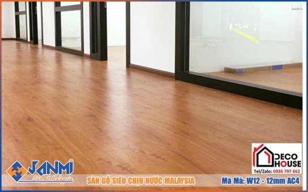 Sàn gỗ Janmi W12- có màu cam đỏ