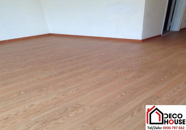 Thi công sàn gỗ Janmi O39 12mm bản to