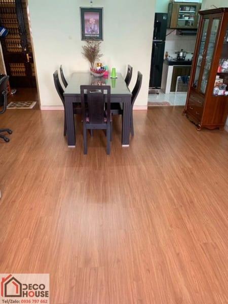Hình ảnh thực tế lát sàn gỗ Robina 8mm O111