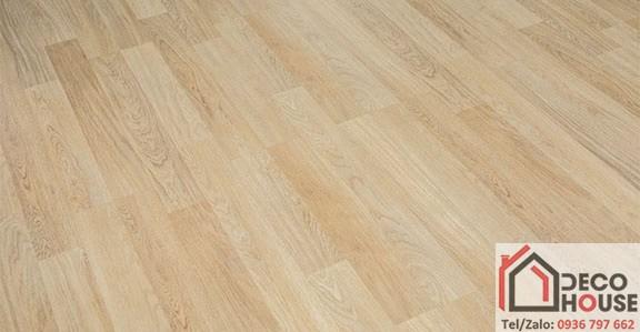 Sàn gỗ Malaysia O28 chịu nước tốt, chống trầy xước hiệu quả, màu sắc vàng sáng